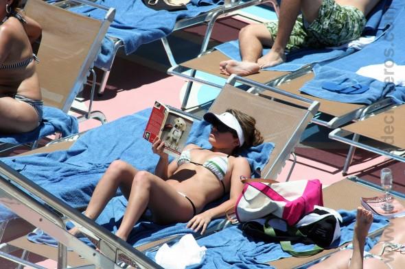 Señorita leyendo