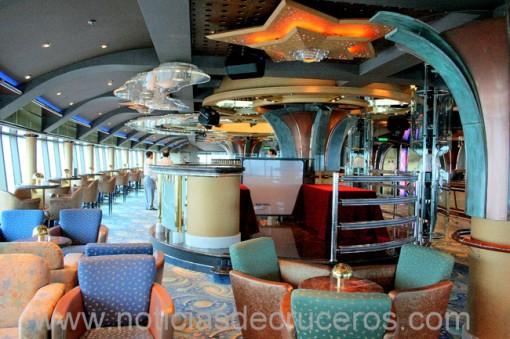 El Skywalkers Nightclub está en el puente 18, a popa de la nave y se accede a través de una manga vidriada. Todo un espectáculo !