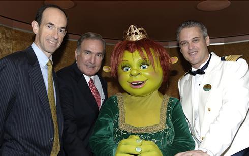 Adam Goldstein, Richard Fain, la Princesa Fiona y el Capitán Hernán Zini festejan el bautismo de su nueva nave