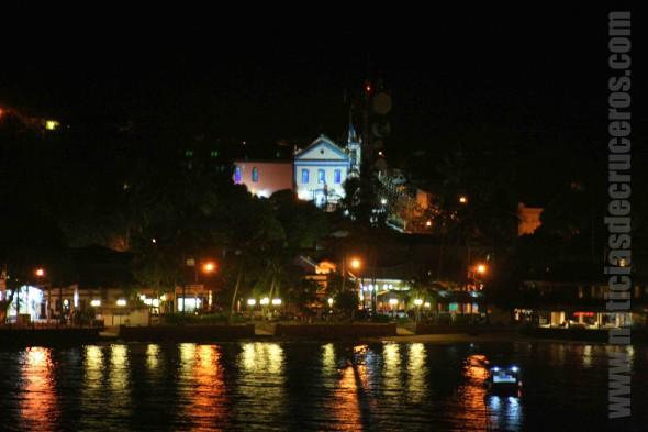 Ilhabela de noche