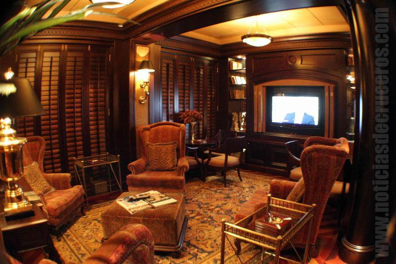 El famoso Connoisseur Club de Crystal Cruises. Un reducto ideal para fumar sin ser penalizado por ello.