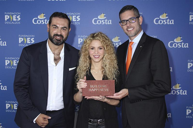 Shakira Neil Palomba Pies descalzos