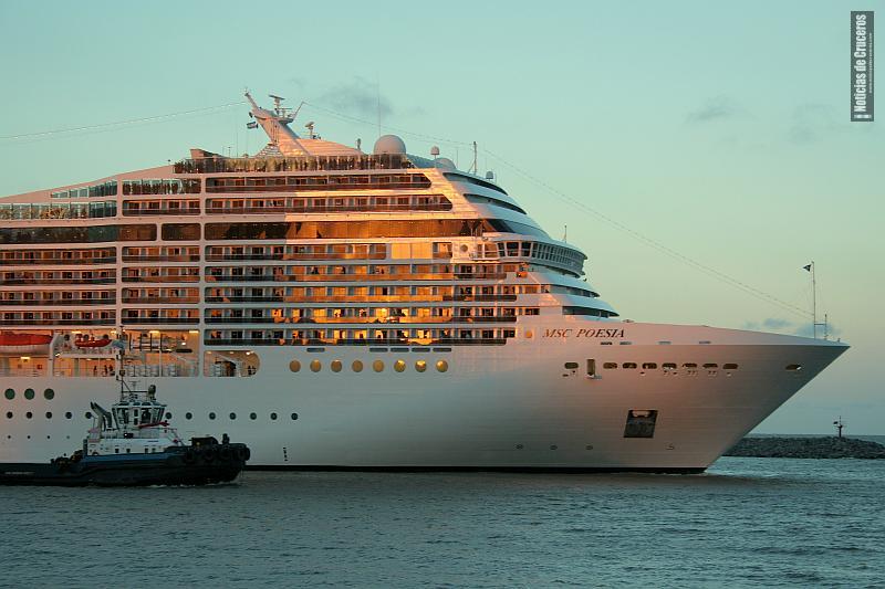 """""""Todos a bordo"""" MSC Poesia"""
