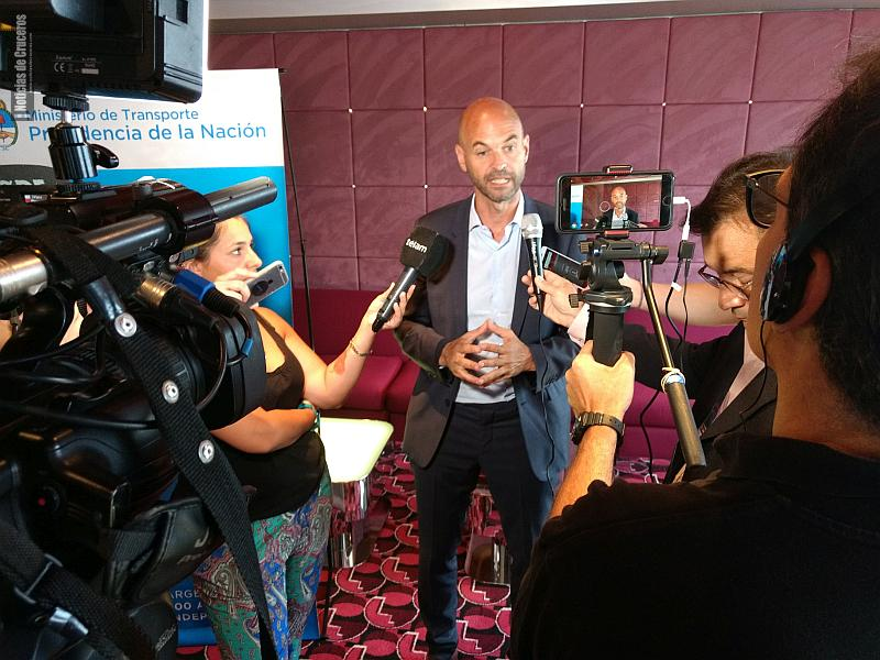 Guillermo Dietrich comentando la iniciativa para llegar al millón de pasajeros de cruceros