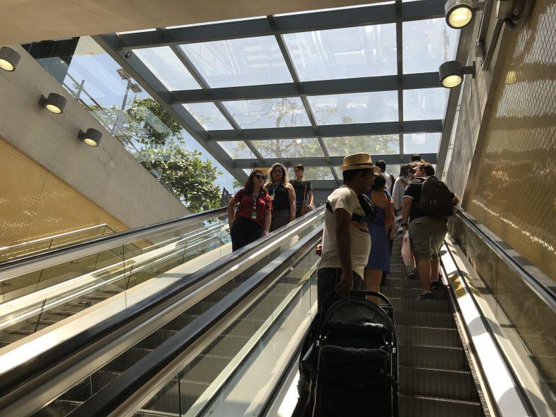 La moderna estación Jardim Oceánico está a 4 cuadras de la playa.