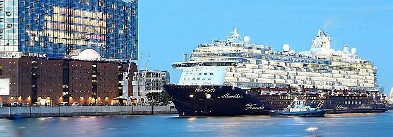 El Mein Schiff 6 entrando en Hamburgo Alemania