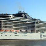 Un crucero de la clase Fantasia (el MSC Preziosa) fondeó frente a Florianópolis este 28 de marzo. (foto Archivo).