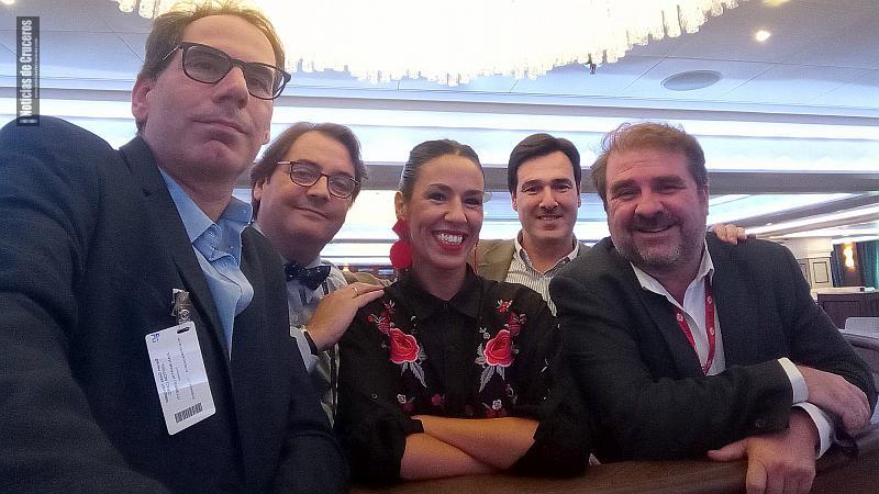 El team de NDCTV con Adrián Pavese de fondo.