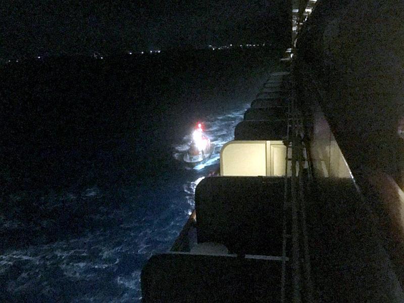 La pequeña lancha en que desembarcaron a los pasajeros del Crown Princess en las Bermudas.
