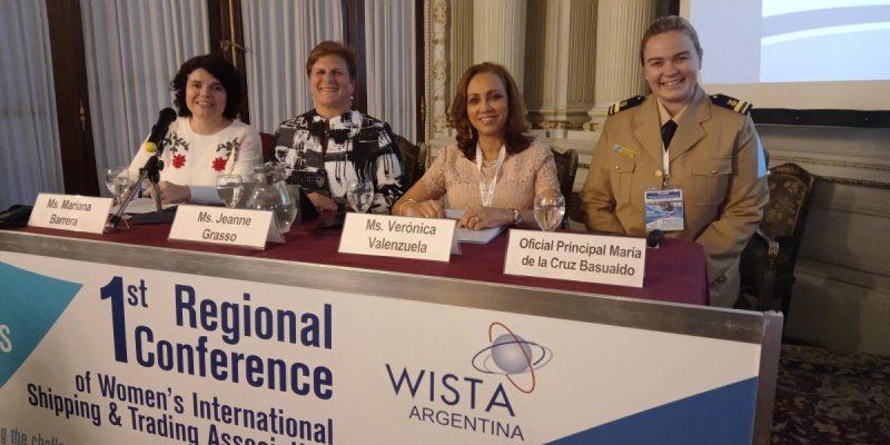 """""""Nuestra"""" Mariana Barrera, moderando uno de los paneles del Encuentro Regional de la Wista"""