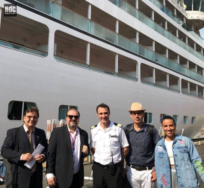 El equipo de NDC TV con David Lecumberri junto al Seabourn Quest