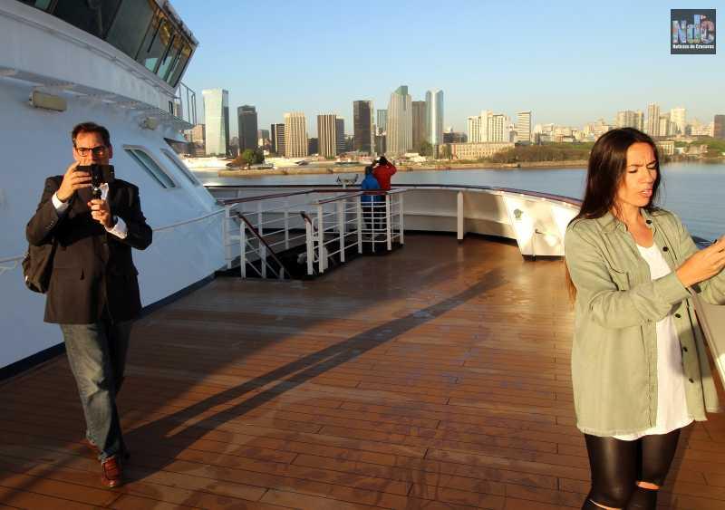 Salomé Areco y Martín Leonetti a bordo del Zaandam