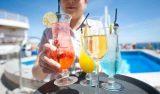 Las navieras prefieren que Ud. consuma el alcohol que ellas venden en los bares.