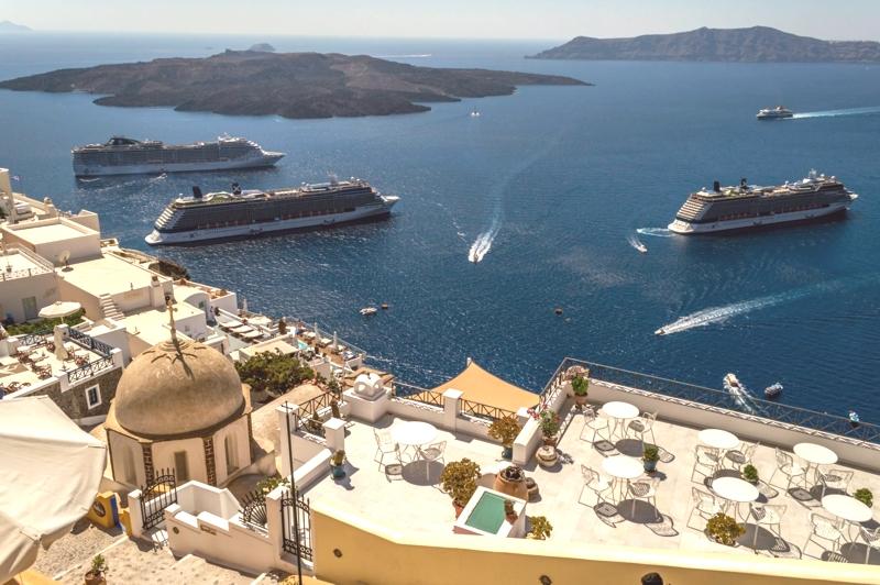 Turismofobia-Santorini-1