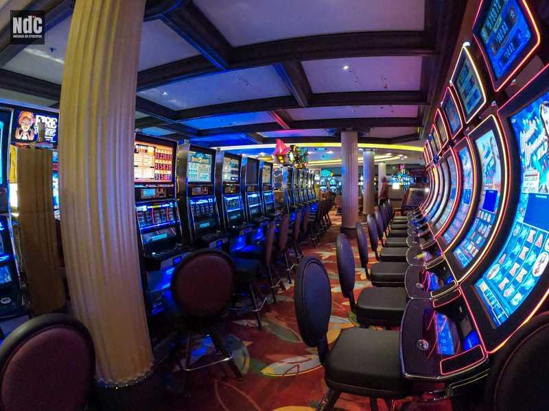 El Fortunes Casino presenta un sinnúmero de modernas máquinas tragamonedas.