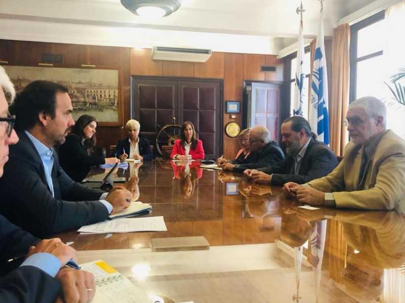 Autoridades deliberan en la sede de la ANP en Montevideo.
