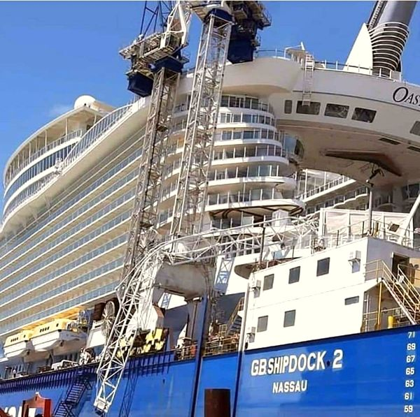 Oasis of the Seas Vs Grúa 2