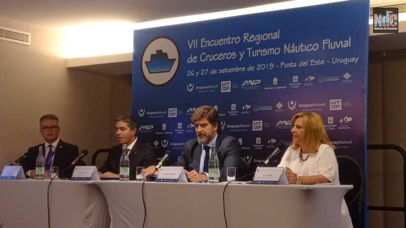 André Pousada, Dario Rustico, Javier Massignani y Ana Rey, en el panel de las navieras, durante el Encuentro Regional de Cruceros