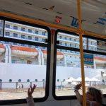 Los huéspedes se despiden del MSC Musica desde el bus
