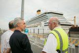 Meoni junto a Pablo Hawkins Gerente de Operaciones de la Terminal de Cruceros