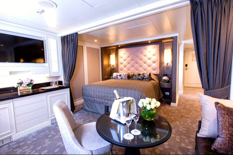 Seven Seas Splendor - Concierge Suite