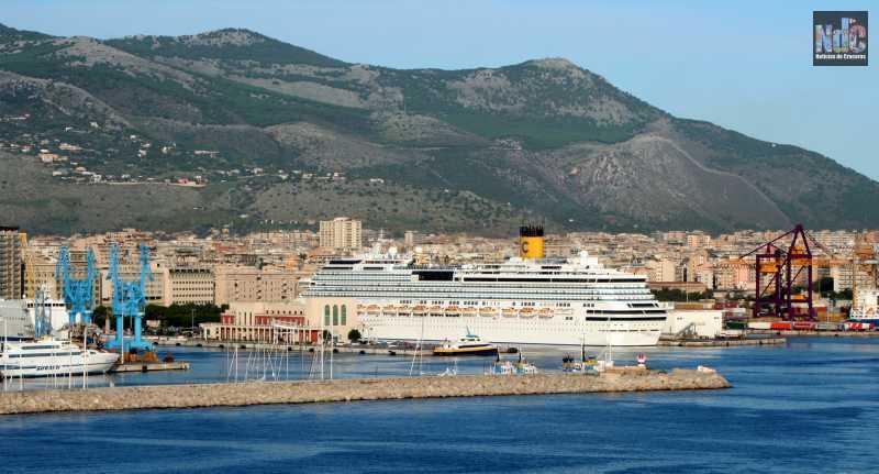 Crucero Costa con pabellón italiano