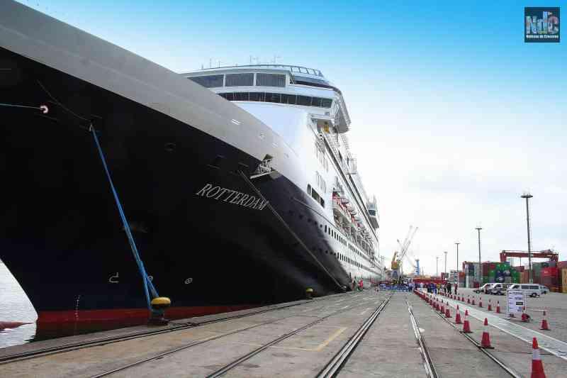 El Rotterdam uno de los dos barcos que pasará a la flota de Fred. Olsen